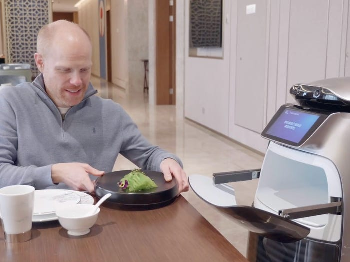 Hotels of the future, robots are on the table