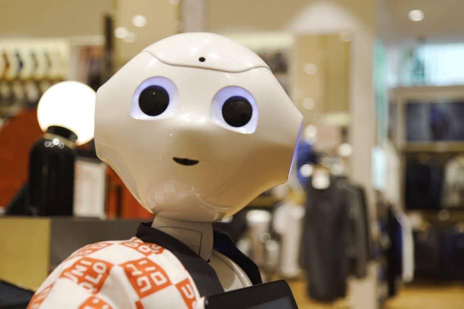 Uniqlo megastore robot