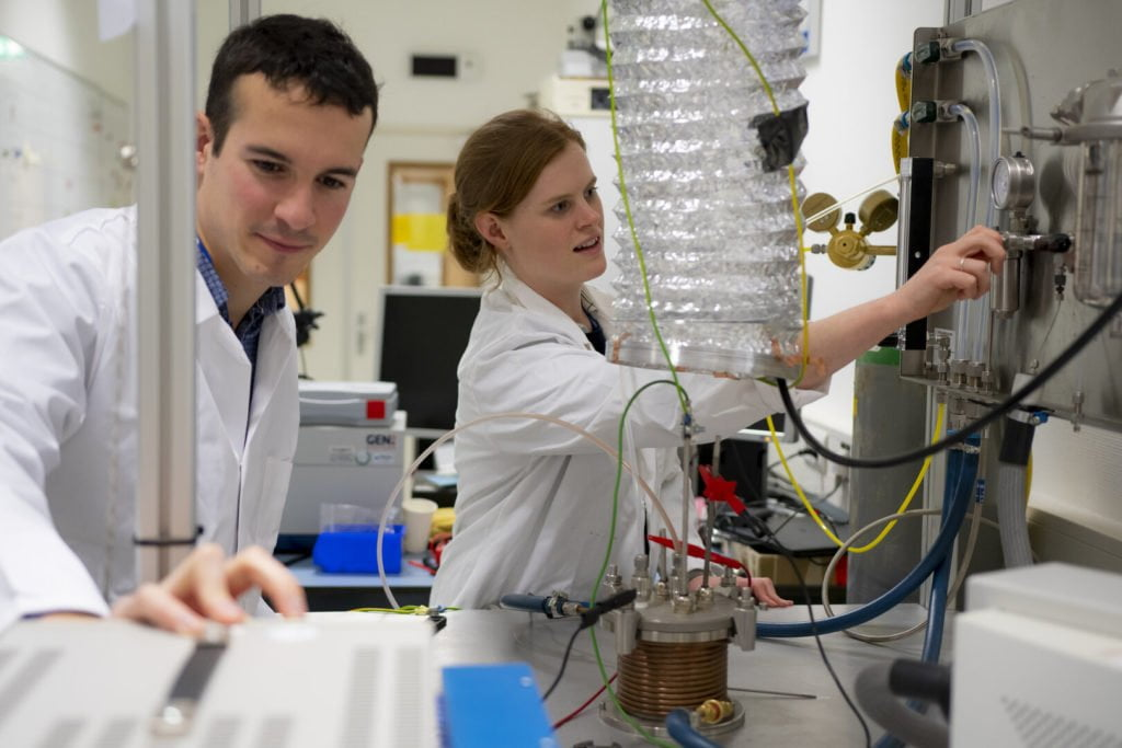 oxygen from lunar dust, Beth Lomax and colleague Alexandre Meurisse