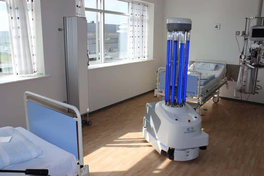 I robot disinfettanti UVD in azione