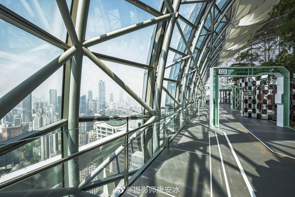 Raffles City skybridge, horizontal skyscraper