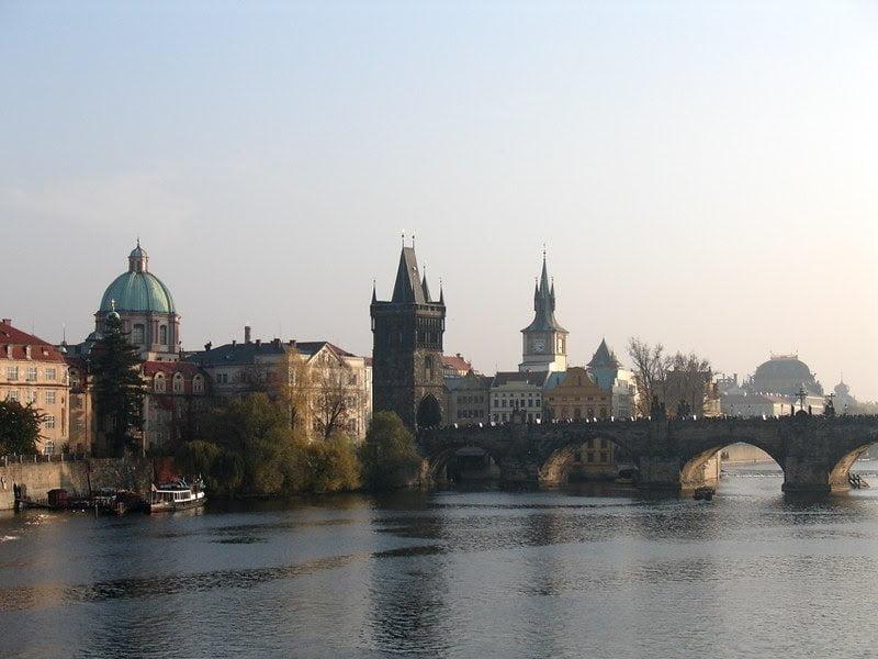 Inquinamento atmosferico: sensori per l'aria nei lampioni stradali a Praga