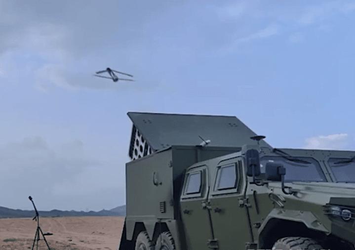 La temibile arma cinese che lancia sciami di droni suicidi esplosivi