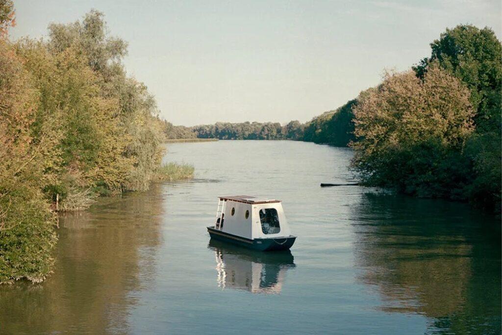 Sneci, tiny house nel corpo di una barca da pesca