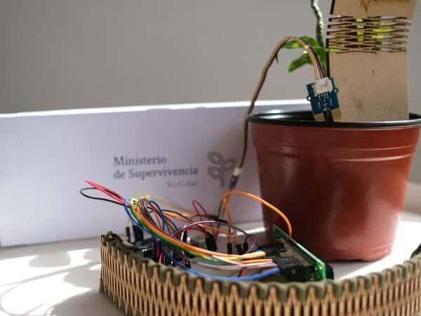 Biocollar collare per entrare in contatto con le piante